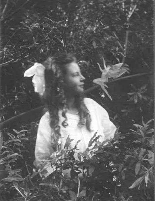 Cottingley fairy photo Image 2